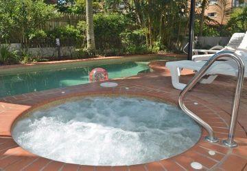 Caloundra-Resort-Pool3